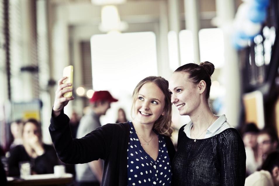 Selfie, studenter, Hus G Östersund